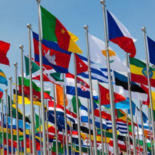Dažādu valstu un formu karogi
